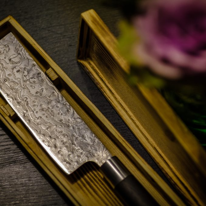 Messer aus Rosendamast